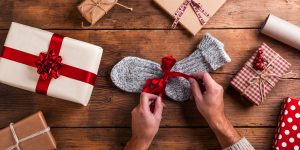 Christmas-Shopping-Present-Wrapping-Stock-1920px@19-12-2017-140803